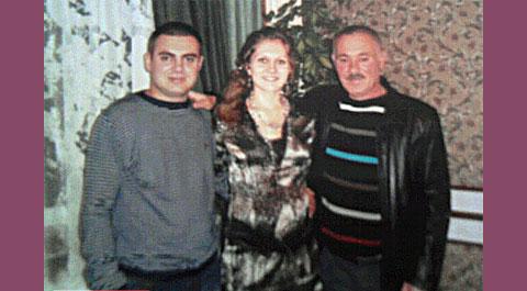 Джалиль Аметов с еще живыми родителями, которых впоследствии убьют Цапки