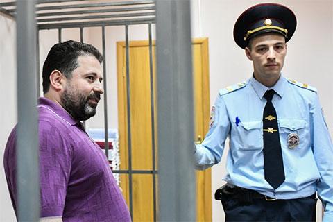 Слева: Дионисий Золотов в суде 9 августа