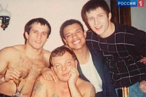 В центре: Павел Беляев и его братва