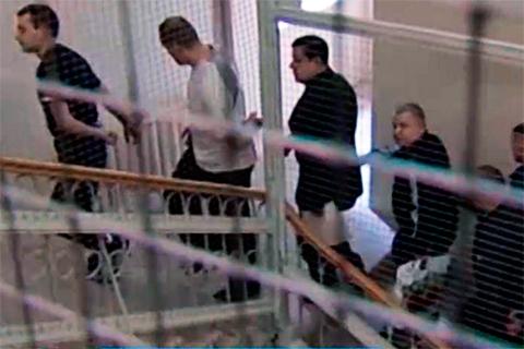 Банда санитаров во время судебного процесса