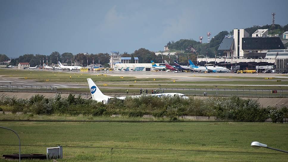 У ставшего свидетелем события сотрудника аэропорта произошел сердечный приступ, от которого он скончался
