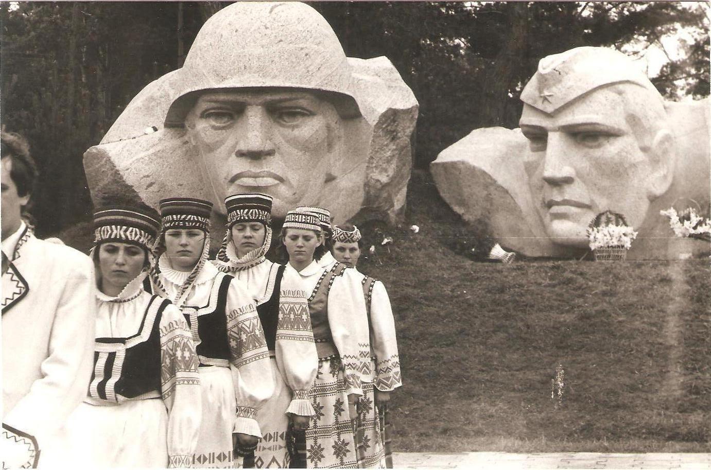 Фейк Первого канала: в Литве снесли памятник советскому воину-освободителю