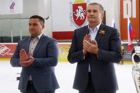 Слева: Андрей Ростенко и Сергей Аксенов