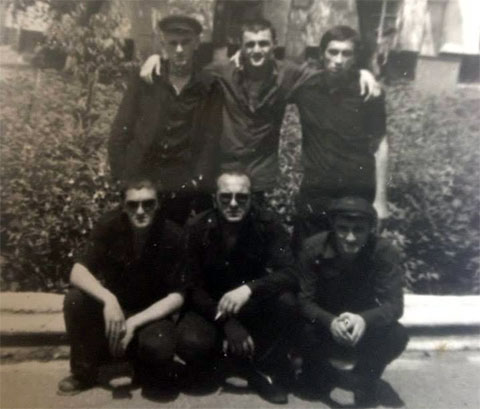 Вверху воры в законе: 1) Мераб Табагуа (Муха), 3) Тариел Качарава; внизу воры в законе: 1) Антимоз Кухилава, 2) Гела Дарбаисели (Кахело), 3) Мераб Зарандия, 1983 год, Грузия, ИТК-46;